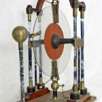 Elektrisiermaschine von A.Fuchs, Fassungsfestigung auf Glas